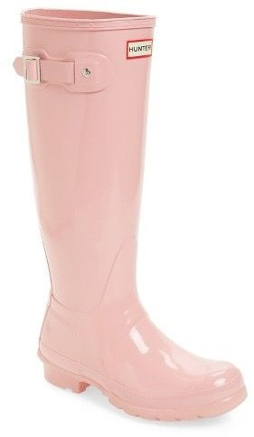 Hunter boots in spring perfect colors. Blush pink wellies over skinny jeans, just divine! *This is an affiliate link, meaning, we adore and endorse these earrings and if you buy these using our link we may get a little shopping money (but not enough for a Burkin Bag). XO