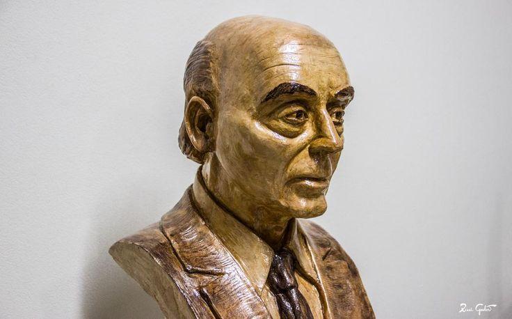 """""""Os caminhos não estão feitos, é andando que cada um de nós faz o seu próprio caminho.""""  #Saramago"""