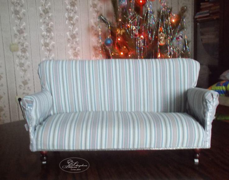 Кукольный диван ручной работы.