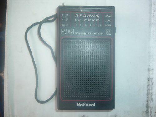 RADIO PORTATIL NATIONAL   RADIO ANTIGUO PORTATIL MARCA NATIONAL EN BUEN ESTADO,MAQUINARIA COMPLETA COMO SE PUEDE OBSERVAR,SU ESTRUCTURA FISICA ESTA BIEN TRABAJA CON DOS BATERIAS .escasos de conseguir ANTIGUO.