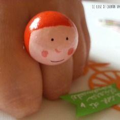 Le cose di chiara handmade Sorrisi - anello in legno dipinto a mano - capelli arancioni