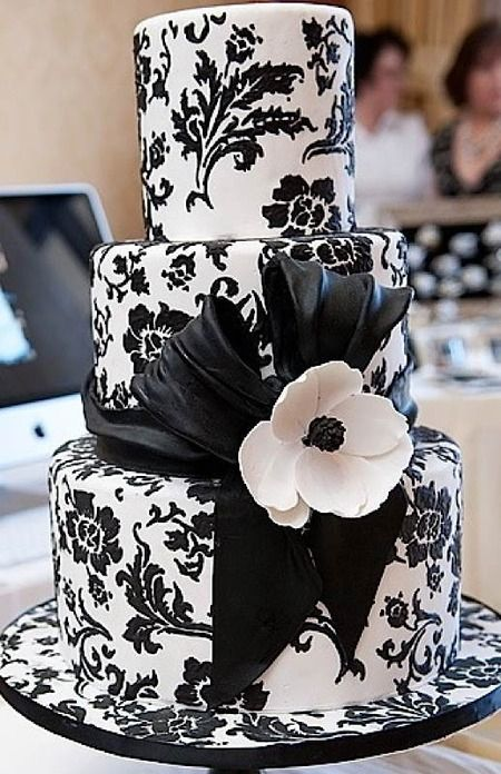 17 Best 1000 images about Wedding Cakes Black White on Pinterest