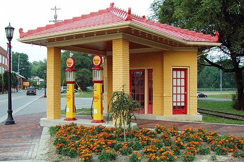 Shell Station in Lebanon, Ohio   N 39° 25.922 W 084° 12.407  16S E 740410 N 4368444