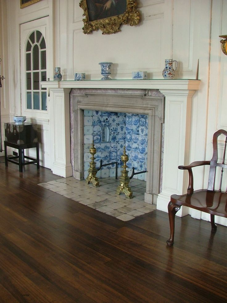 Bristol Blue Delft tiled Fireplace at the Red Lodge Bristol. I know I know we all want this !