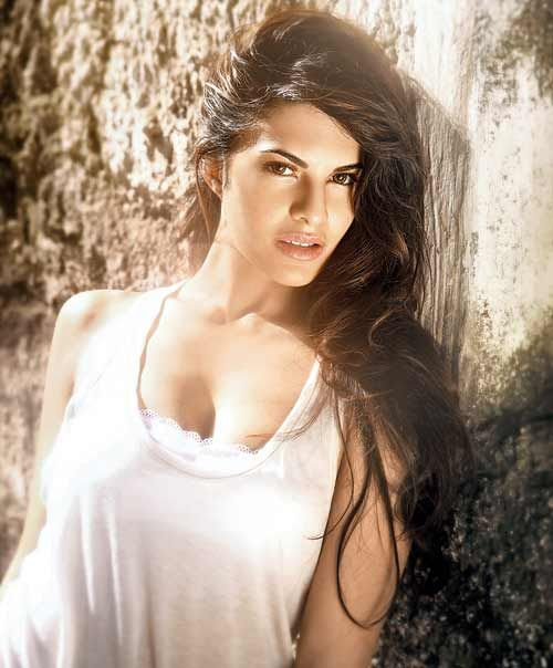 Jacqueline Fernandez messy long hair