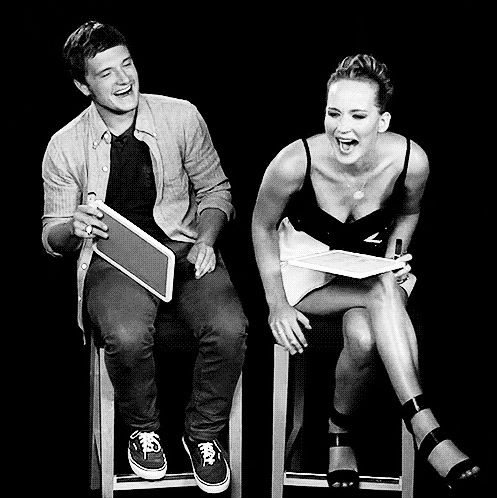 Josh Hutcherson and Jennifer Lawrence - I love how much these 2 laugh together :)