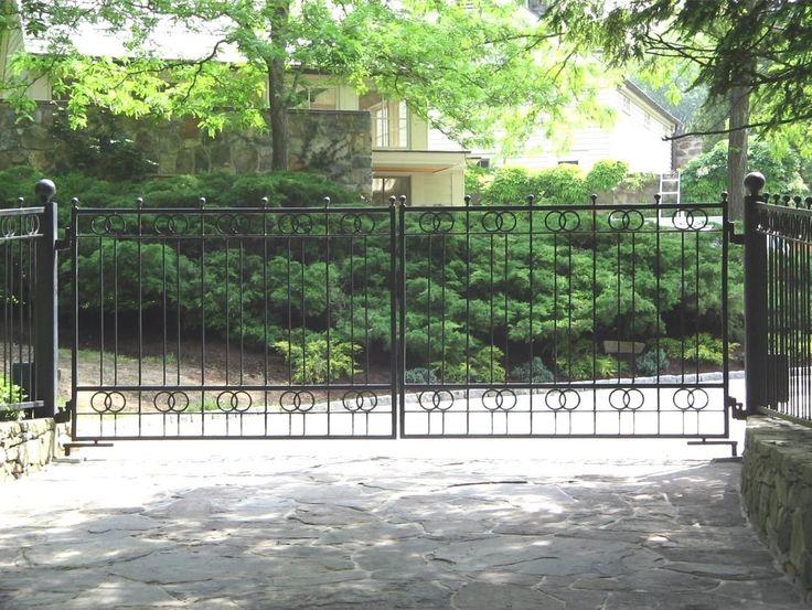 Best 25 Wrought iron driveway gates ideas
