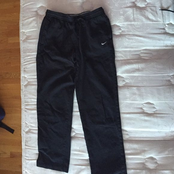 Men's black nike sweatpants Black Nikes sweatpants, in GREAT condition selling some stuff for my brother. If you have any questions or concerns feel free to leave a comment below and I'll do my best to get back to you Pants Track Pants & Joggers