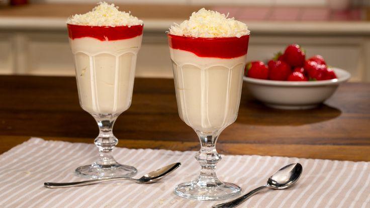 Spaghetti-Eis Dessert, ein tolles Rezept aus der Kategorie Frühling. Bewertungen: 380. Durchschnitt: Ø 4,8.