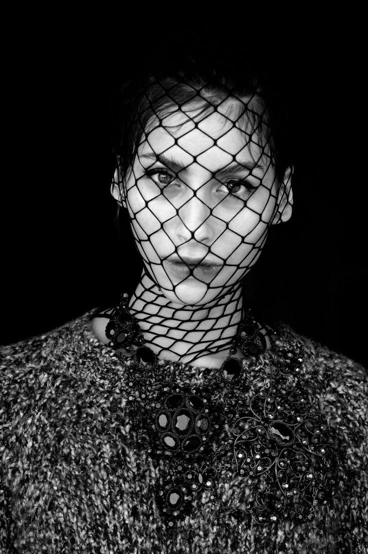 SAVERIO PALATELLA FW 17/18 Igloo chunky sweater | Delicately precious black neck lace Model Gabriela Balocco Photo©Stefano Babic