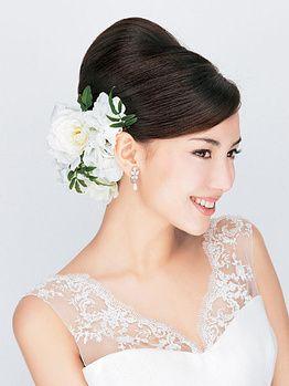 夜会巻きのシックなスタイルに合うのは派手すぎない大人メイク♪結婚式の花嫁のおすすめアイメイク♡参考にしたいウェディング・ブライダル♡