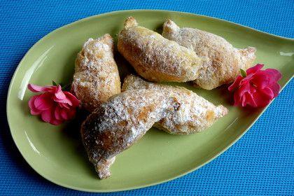 Rumänische Nusshörnchen aus Sauerrahmteig, ein sehr schönes Rezept aus der Kategorie Kekse & Plätzchen. Bewertungen: 53. Durchschnitt: Ø 4,3.