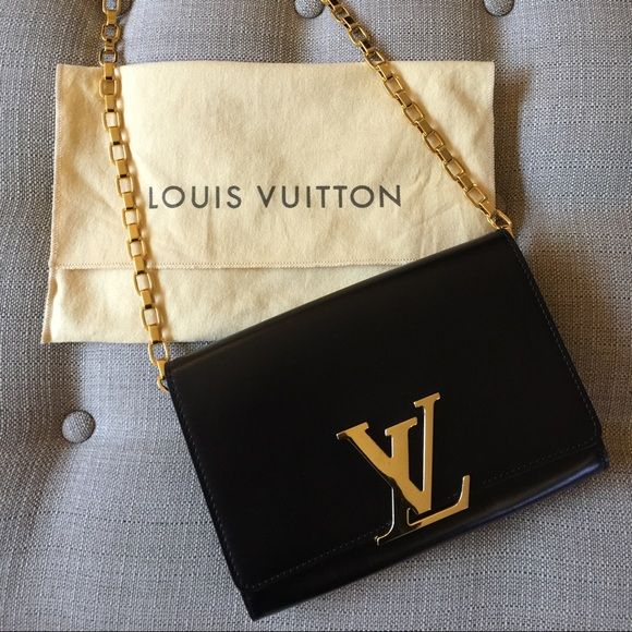 """Auth Louis Vuitton Chain Louise GM Black Clutch LV NO TRADESExcellent condition and absolutely authentic Louis Vuitton """"Chain Louise"""" handbag. Minor scratches to bag. Made of structured black calfskin leather with a golden chain and LV monogram on the front of the bag that serves as a clasp. The chain is not detachable, but can be folded inside the bag and used as a clutch instead of a shoulder bag. Over $3k new after taxes.  - Measurements: 9.1 x 2.0 x 5.9 inches  - Microfibre lining - 6…"""