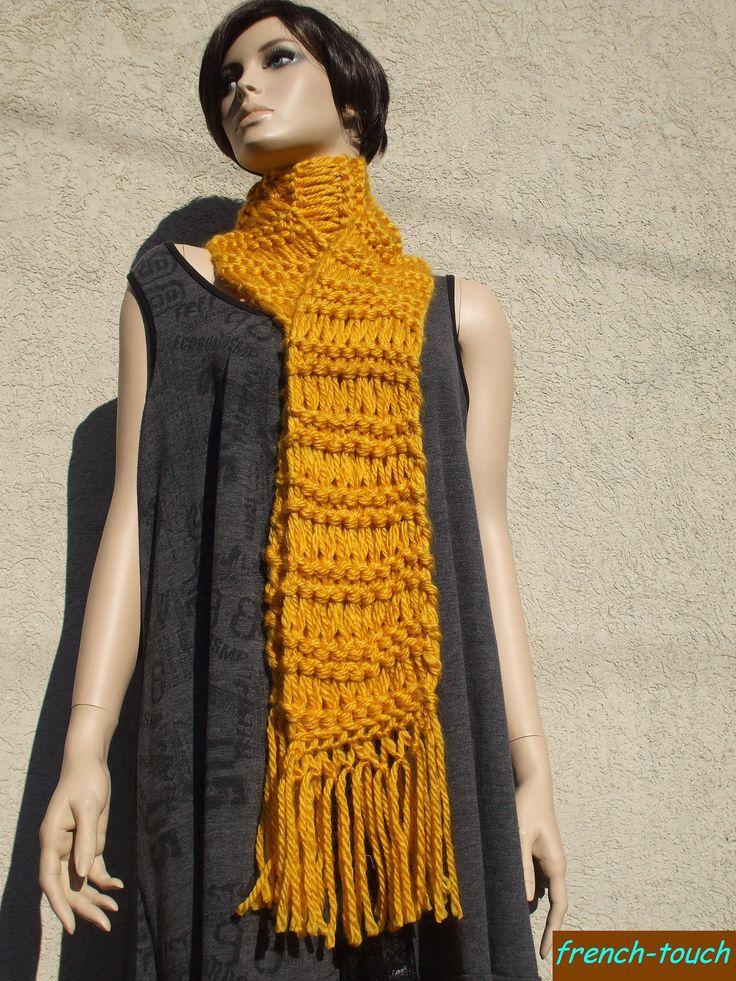 Écharpe longue jaune ocre tricotée main.Grande écharpe accessoire de mode hiver en laine pour femme/écharpe ado fille/cadeau femme/modefemme