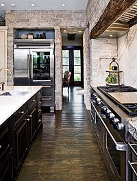 Terri Crittenden of Susan Fredman Design Group Creates an Inviting Stone-Based Kitchen: A veneer of rough stone wraps around a kitchen corner and extends into the room beyond.: Beautiful Kitchens, Nice Kitchens, Stones Bas Kitchens, Black Cabinets, Kitchens Ideas, Exposed Brick, Expo Brick, Kitchens Corner, Rough Stones