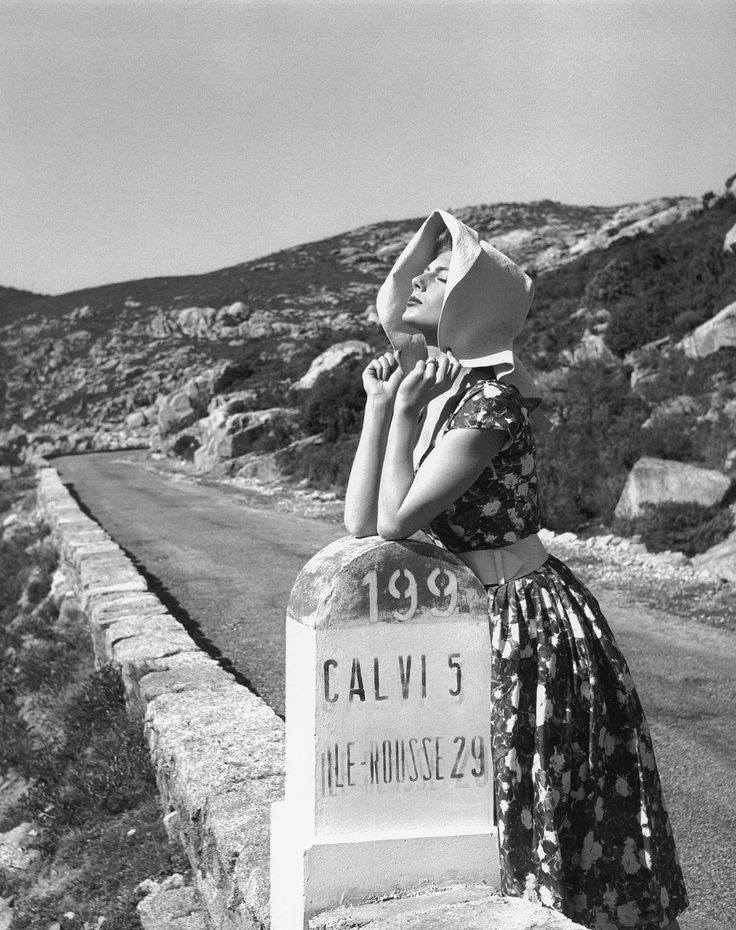 Fiona Campbell-Walter in printed summer dress, photo by Georges Dambier, Corsica 1954