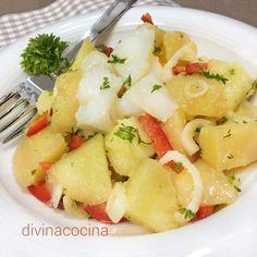 Esta ensalada de patatas con bacalao es un entrante perfecto para compartir, con mucho sabor marinero y una vinagreta 'al ajillo' muy especial.
