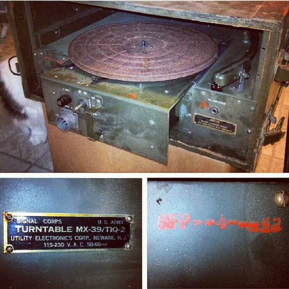Check out this item in my Etsy shop https://www.etsy.com/listing/213684068/signal-corps-us-military-issue-turntable