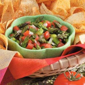 Asparagus salsa recipe. I love asparagus and such a healthy little snack with a few chips and lots of salsa!