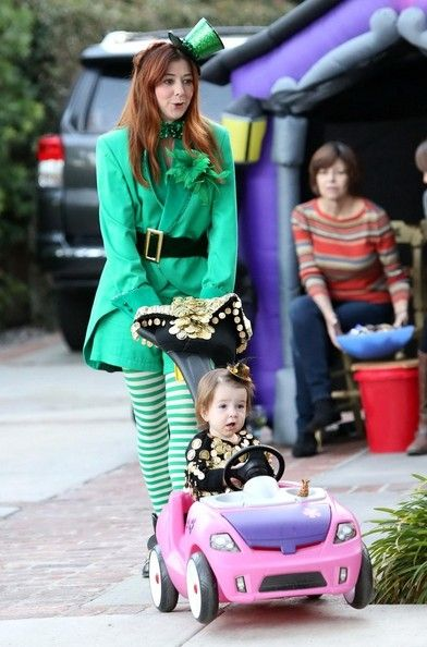 Alyson Hannigan Photos Photos - Alyson Hannigan and Alexis Denisof take their kids out for Halloween on October 31, 2013.  - Alyson Hannigan and Her Family Celebrate Halloween