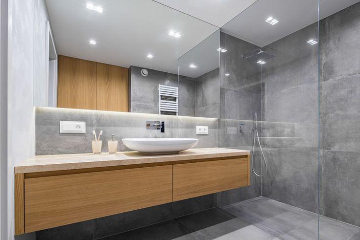Badezimmer renovieren graue Wandfliesen Glasduschkabine