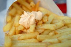 In welk klein plaatsje je ook komt in België, bijna overal vind je wel de frituur. De bekende Belgische frietzaken. Anders als onze Nederlandse snackbar want