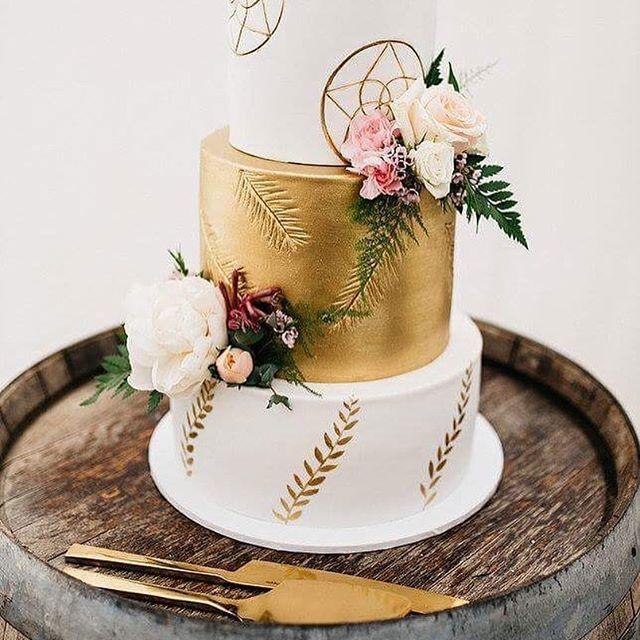 Cake cravings 😍🍰 by @eversosweetcakes 📸 by @woodlandscreative #cassyandben2016 #realweddings #weddingcake #yummy #professionalphotography