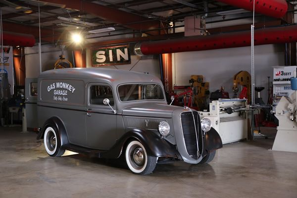 De 8 b sta gas monkey garage 1937 ford panel delivery for Garage ford le plessis grammoire