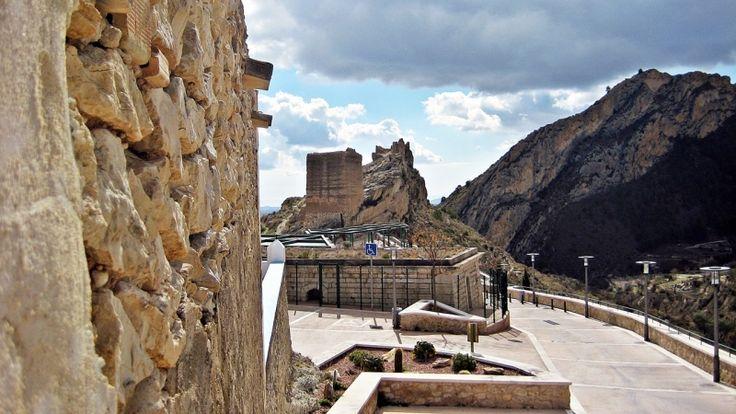 Vistes del Castell del poble de Xixona. Buscat en Costa Blanca.