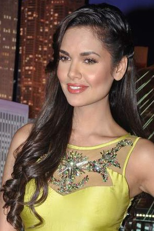 Esha Gupta's Wind-swept Curls, Perfect For: The Girl Who Wants to Stroll in the Garden of Adonis