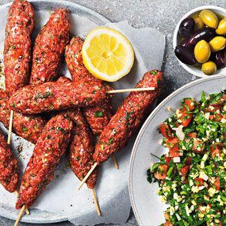 Vi tycker att allt passar på pinne. Från rött kött, fläsk, kyckling och fisk till grönsaker, bröd, ost och frukt. Gör gärna olika spettar eller låt ditt sällskap välja ut sina bästa komponenter. Här är har vi listat 5 glödheta recept att inspireras utav! #delaglöden #icagrill15