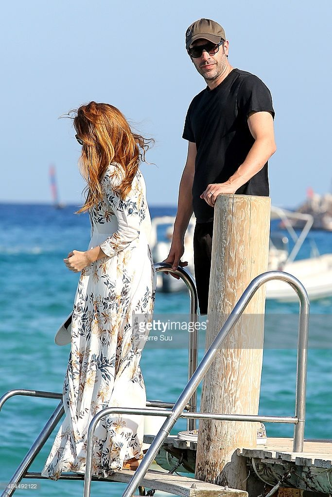 Actor Sacha Baron Cohen and his wife Isla Fisher leave the 'Club 55' on August 19, 2015 in Saint-Tropez, France.