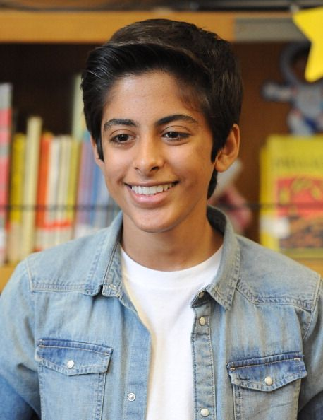 Actor Karan Brar reads to second graders for SAG Foundation's... News Photo 494728509