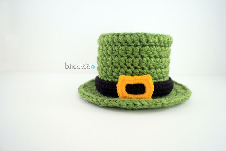 Take your newborn photos to the next level this St. Patrick's Day with this free crochet top hat pattern from B.hooked Crochet.