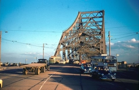 A look back to the Story Bridge in 1956. Do you remember it? #citysecrets