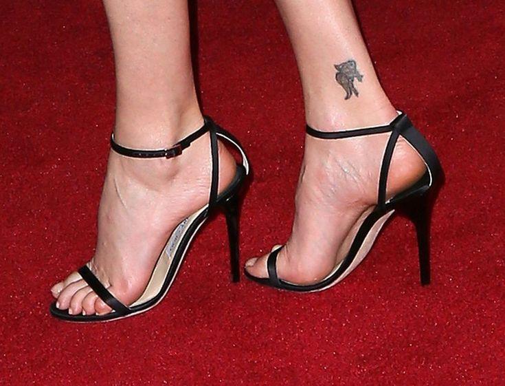 Charlize Theron's Feet << wikiFeet