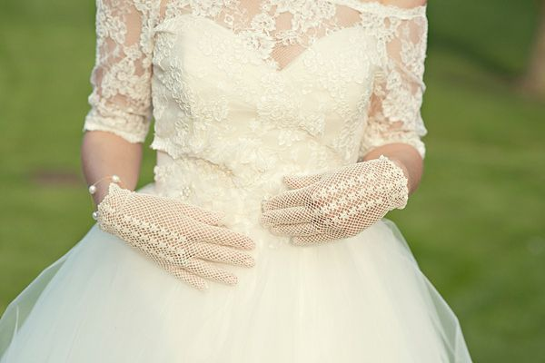 Elegant bridal gloves. Photography by www.karenmcgowranphotography.co.uk