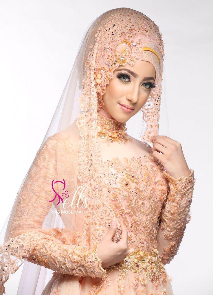 Inspirasi busana pengantin muslim bernuansa peach