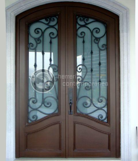 Puertas en forja con acabado de madera buscar con google for Puertas de casa