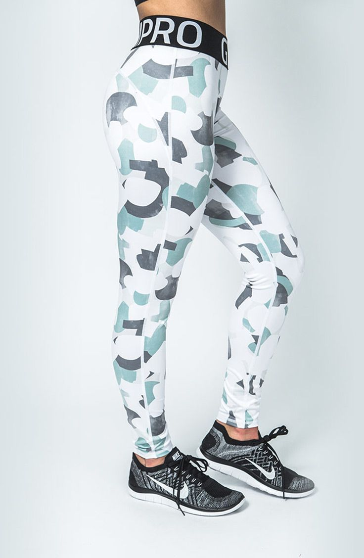 GymPro camo style print leggings provde a striking appearence aswell as a comfortable lightweight fit for all year round training. Smooth seams feel soft againt the skin aswell as sculpting the thighs and over the top of the buttocks. Branded elasticated waistband feels secure and supportive against the body.
