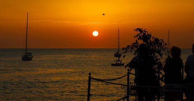 ¿Cuáles son las causas de la pinguécula?. La mayoría de la gente disfruta de pasar tiempo al sol mientras realizan actividades al aire libre. Sin embargo, los rayos del sol pueden causar daños a los ojos en aquellos que pasan demasiado tiempo bajo él. Dicho daño incluye manchas que pueden aparecer en los ojos, tal como la pinguécula. Según recomiendan los expertos, los lentes de sol son ...