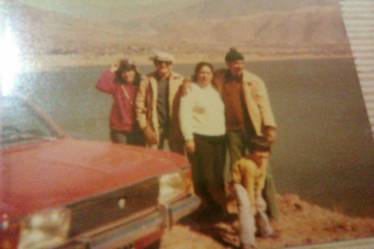 La Angostura - Tafí del Valle - Tucumán - Argentina, año 1.982. Mis padres, hermana y mi hermano menor. Mi hermano mayor estaba en Neuquén a punto de ir a la Guerra de las Malvinas.