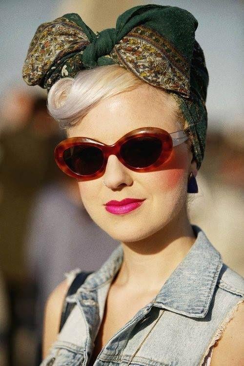 ♥ love her glasses