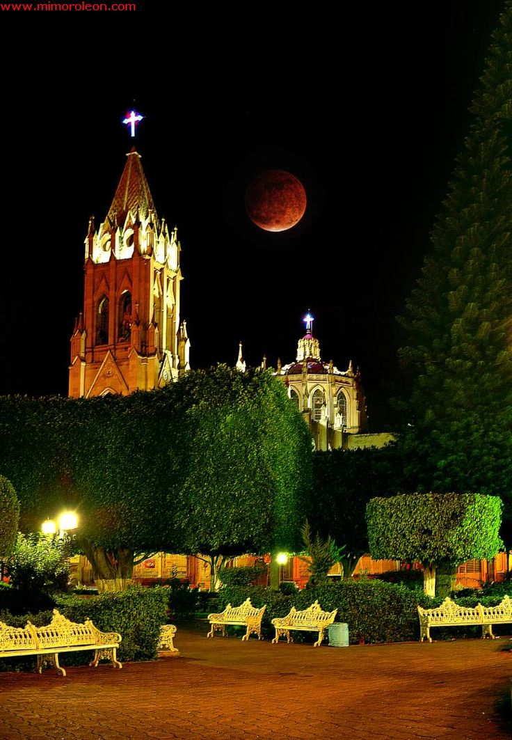 Beautiful Guanajuato http://www.travelandtransitions.com/our-travel-blog/mexico-2010/mexico-travel-guanajuato-el-pipila/