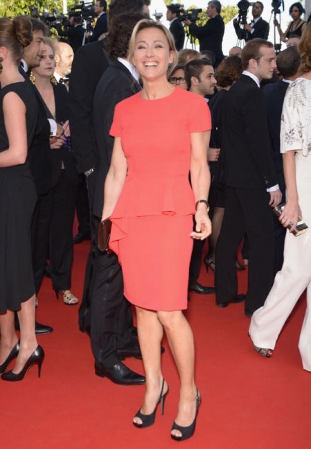 Anne-Sophie Lapix dans sa robe saumon