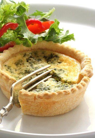 Receta Quiche Lorraine - Recetas de quiche - La quiche Lorraine es la reina de todas estas tartaletas saladas. La receta ha evolucionado y se adapta a los gustos de cada cocinero. ¡Aprende a hacer la más tradicional! Ingredientes 1 masa de hojaldre 200 gr...