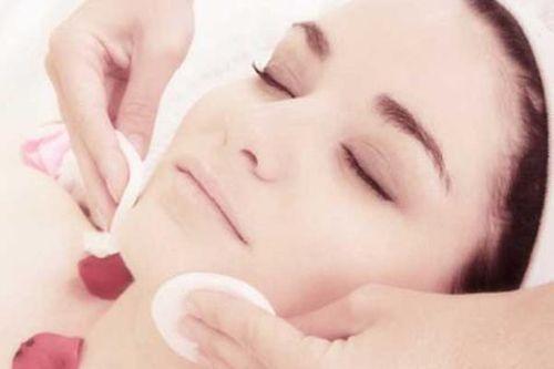 Come fare la pulizia del viso.  More info : https://www.facebook.com/MyCli/posts/191265447671067