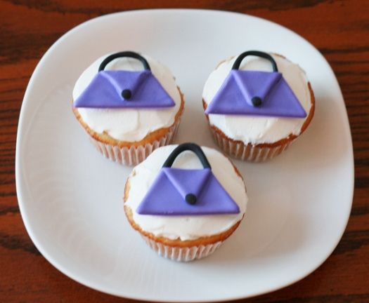 How to Make Purse Cupcake Toppers • CakeJournal.com