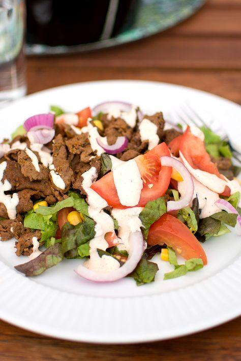Recept på kebabsallad med hemmagjord kebabsås