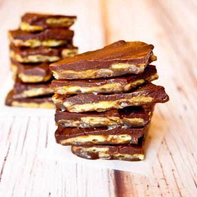 Chocolate Saltine Toffee (aka Christmas Crack) @keyingredient #peanutbutter #recipes #glutenfree #vegan #chocolate